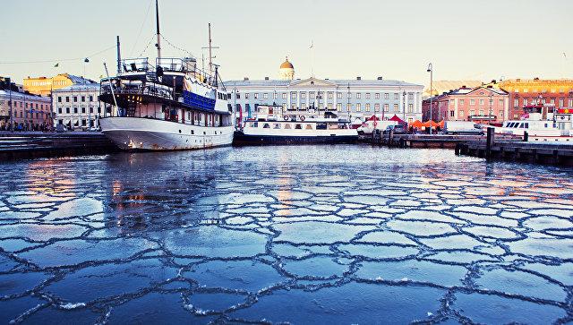 Вид на порт в центре Хельсинки, Финляндия. Архивное фото