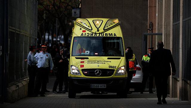 ВБарселоне перевернулся автобус с зарубежными туристами, десятки пострадавших