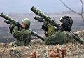 Стрелки-зенитчики на огневой позиции во время батальонных тактических учений морской пехоты Тихоокеанского флота в Приморском крае