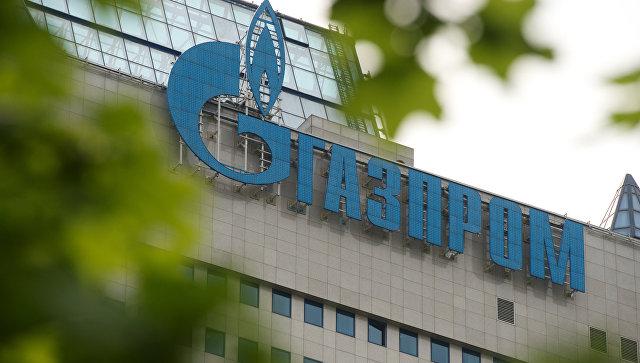Вывеска на офисном здании компании Газпром. Архивное фото
