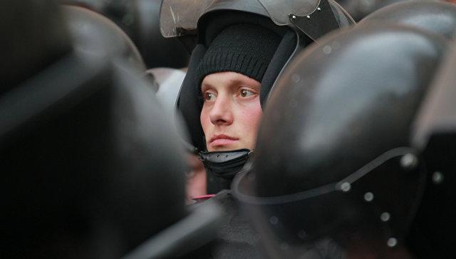Сотни силовиков вышли охранять консульствоРФ вХарькове