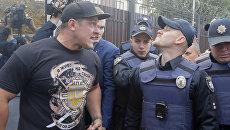 Активист националистической организации во время беспорядков у посольства России в Киеве