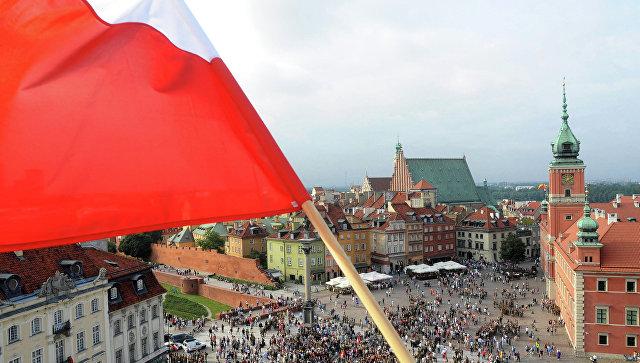 Хватит и украинцев: Польша отказалась принимать
