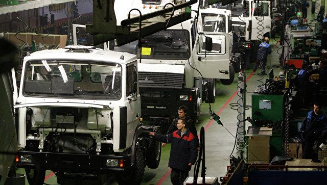 Работа Минского автомобильного завода (МАЗ). Архивное фото