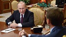 Президент РФ Владимир Путин и председатель Госдумы РФ Сергей Нарышкин во время встречи в Кремле. 22 сентября 2016