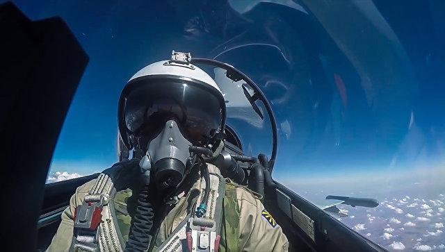 Пилот истребителя Су-30 ВКС РФ во время боевого вылета в Сирии