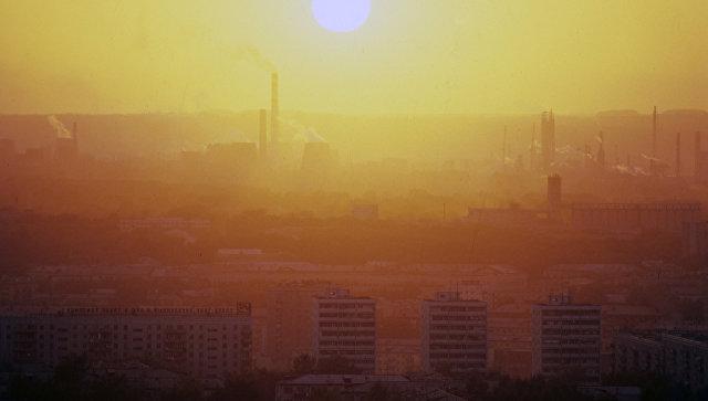 Смог над одним из городов в Кемеровской области. Архивное фото