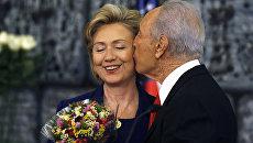 Американский политик Хиллари Клинтон и государственный деятель Шимон Перес. 2009 год