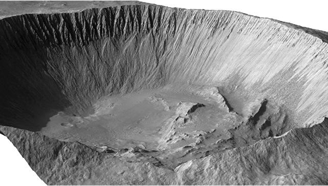 Кратер Исток, где ученые нашли следы недавних потоков воды