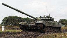 Танк Т-72Б3 во время полевых занятий. Архивное фото
