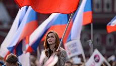Девушка на праздничном концерте в честь Дня России. Архивное фото