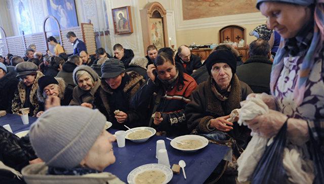 Благотворительный обед для бездомных в Москве. Архивное фото