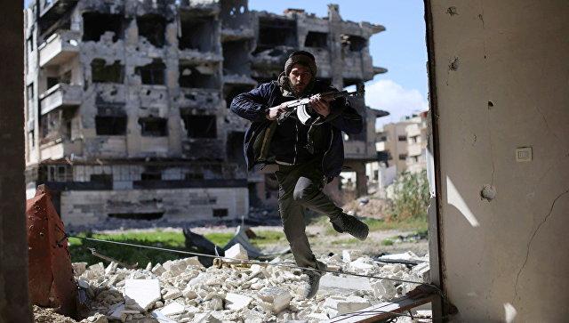 Боевик из группировки Джейш аль-Ислам (Армия ислама) в пригороде Дамаска. Архивное фото
