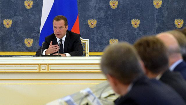 Медведев: руководство РФпродолжит политику наибольшего сдерживания инфляции