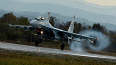 Истребитель Су-35С во время летно-тактических учений истребительного полка на военном аэродроме Центральная Угловая в Приморском крае