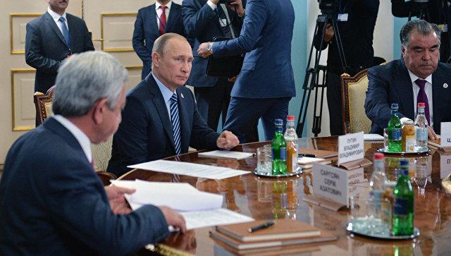 Владимир Путин во время заседания в Ереване Совета коллективной безопасности ОДКБ. 14 октября 2016
