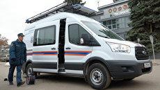 Автомобиль МЧС у склада ракетно-космического центра Прогресс в Самаре