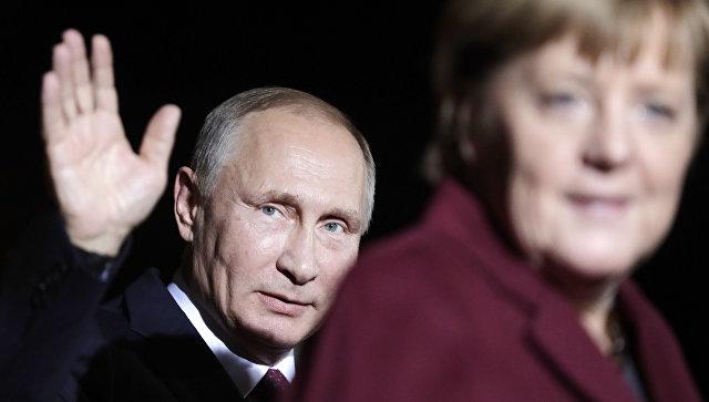 Владимир Путин и Ангела Меркель перед встречей нормандской четверки в Берлине