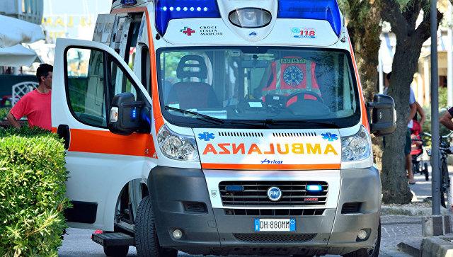 В Италии грузовик врезался в группу дорожных рабочих