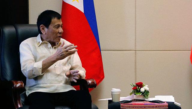 Президент Филиппин Родриго Дутерте во время встречи с Дмитрием Медведевым в Вьентьяне