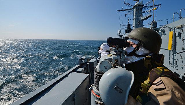 Румынский фрегат Регина Мария во время учений НАТО в Черном море. Архивное фото
