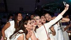 Актрисы Глафира Тарханова, Анжелика Каширина и Ольга Медынич на вечеринке White Party журнала The Hollywood Reporter