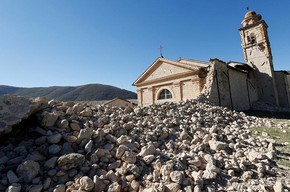Церковь св. Антония, пострадавшая от землетрясения. Норча, Италия