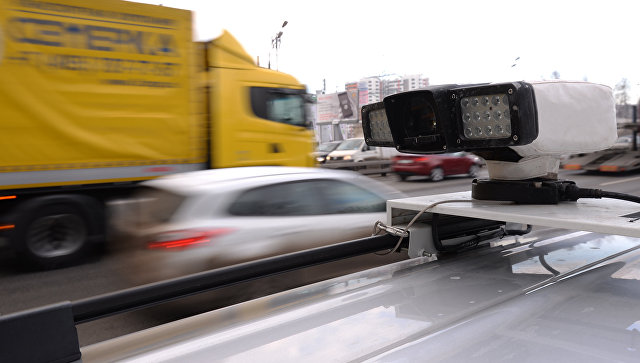 Устройство считывания данных с бортового транспондера, установленного на транспортных средствах, зарегистрированных в реестре государственной системы взимания платы Платон. Архивное фото
