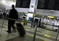 Человек в одном из терминалов Аэропорта