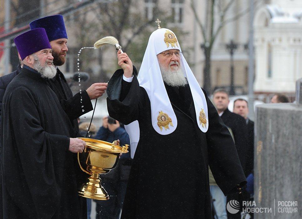 Патриарх Московский и всея Руси Кирилл освящает памятник князю Владимиру