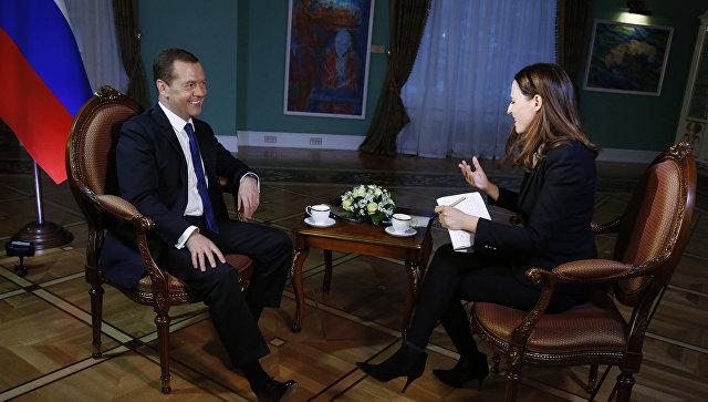 Интервью премьер-министра РФ Д. Медведева ведущей программы Новости Второго телеканала Израиля