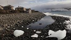 Полярная станция на берегу бухты Тихая на острове Гукера архипелага Земля Франца-Иосифа. Архивное фото