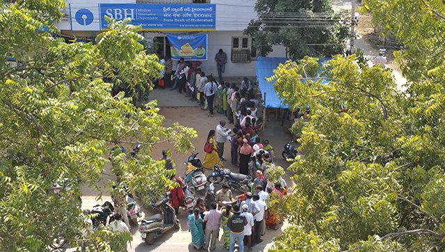 Очередь в индийском банке после денежной реформы