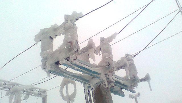 ЛЭП в снегу, архивное фото