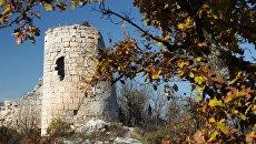 Руины крепости на скалистом мысе Кале-Бурун (Бурун-Кая) массива Курушлю в Бахчисарайском районе Крыма