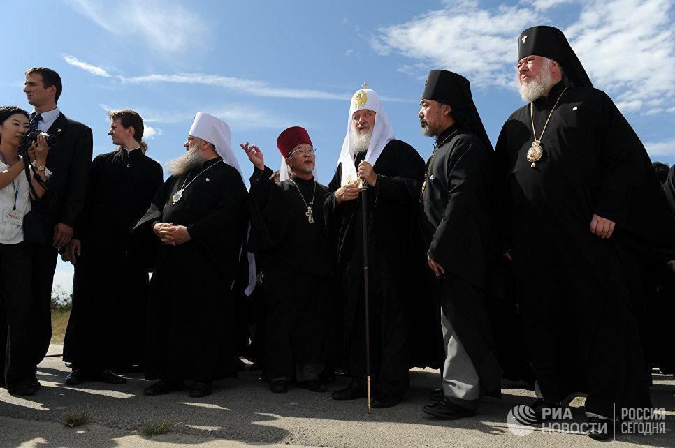 Патриарх Московский и всея Руси Кирилл с духовенством во время посещения Сендайской епархии Японской автономной православной церкви на северо-востоке острова Хонсю