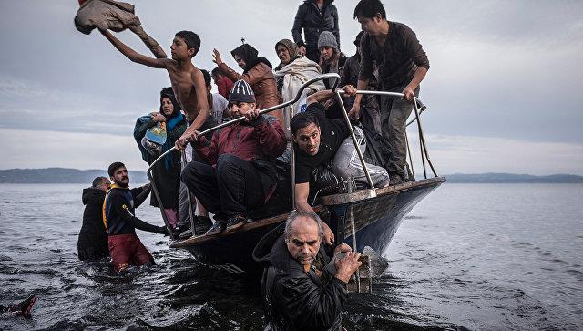 Огромная группа мигрантов пробовала пересечь границу испанского эксклава Сеута вСеверной Африки