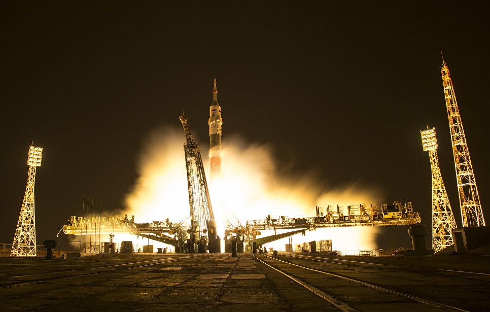 Пуск ракеты-носителя Союз-ФГ с транспортным пилотируемым кораблем Союз МС-03