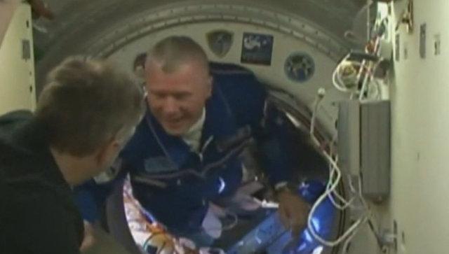 Встреча на орбите: экипаж корабля Союз МС-03 перешел на МКС