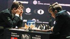 Гроссмейстер Сергей Карякин и гроссмейстер Магнус Карлсен в партии матча за звание чемпиона мира 2016 в Нью-Йорке