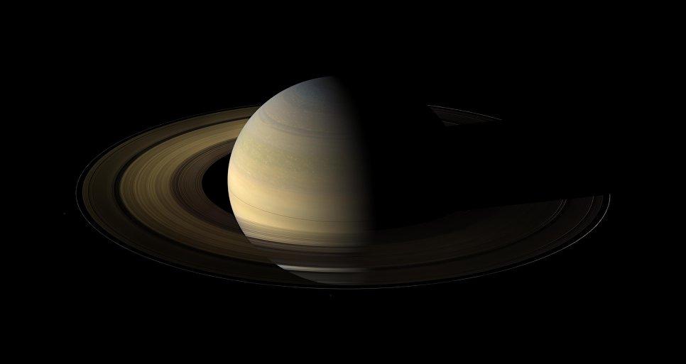 Cassini изучит кольца Сатурна до окончания миссии в следующем году