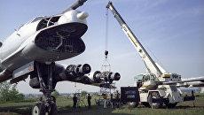 Самолет Ту-95 со снятым оборудованием. Архивное фото