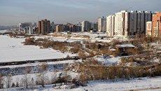 Вид на жилую застройку на правом берегу реки Ангара в городе Иркутск. Архивное фото