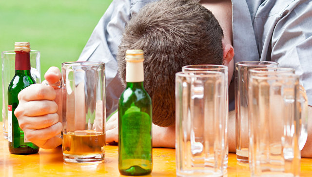 Алкоголизм, архивное фото