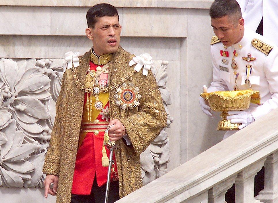 Наследный принц Таиланда Маха Вачиралонгкорн в день рождения своего отца, короля Пхумипона Адульядета в Бангкоке, Таиланд