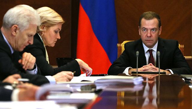 Медведев: Необходимо создать комплекс мер господдержки несырьевого экспорта