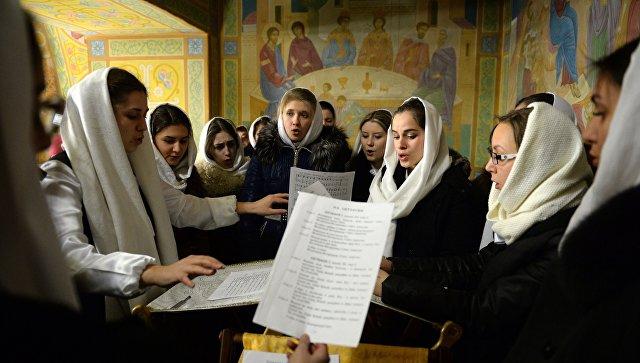 Церковный хор во время богослужения. Архивное фото.