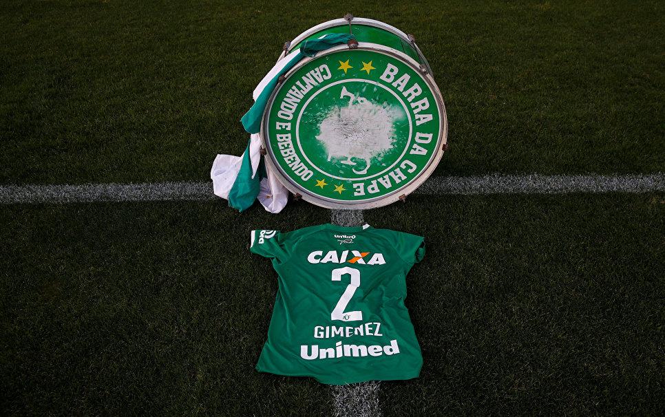 Форма игрока футбольного клуба Шапекоэнсе на стадионе Арена Конда, Шапеко