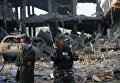 Сотрудники сил безопасности на месте взрыва заминированного автомобиля в Кабуле