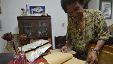Марта Рохас - журналист штурма казарм Монкада в 1953 году и суда над Фиделем Кастро, показывает записи, сделанные ей во время судебного процесса над Фиделем